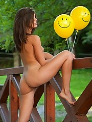 Little Caprice tout sourire - 12 photos