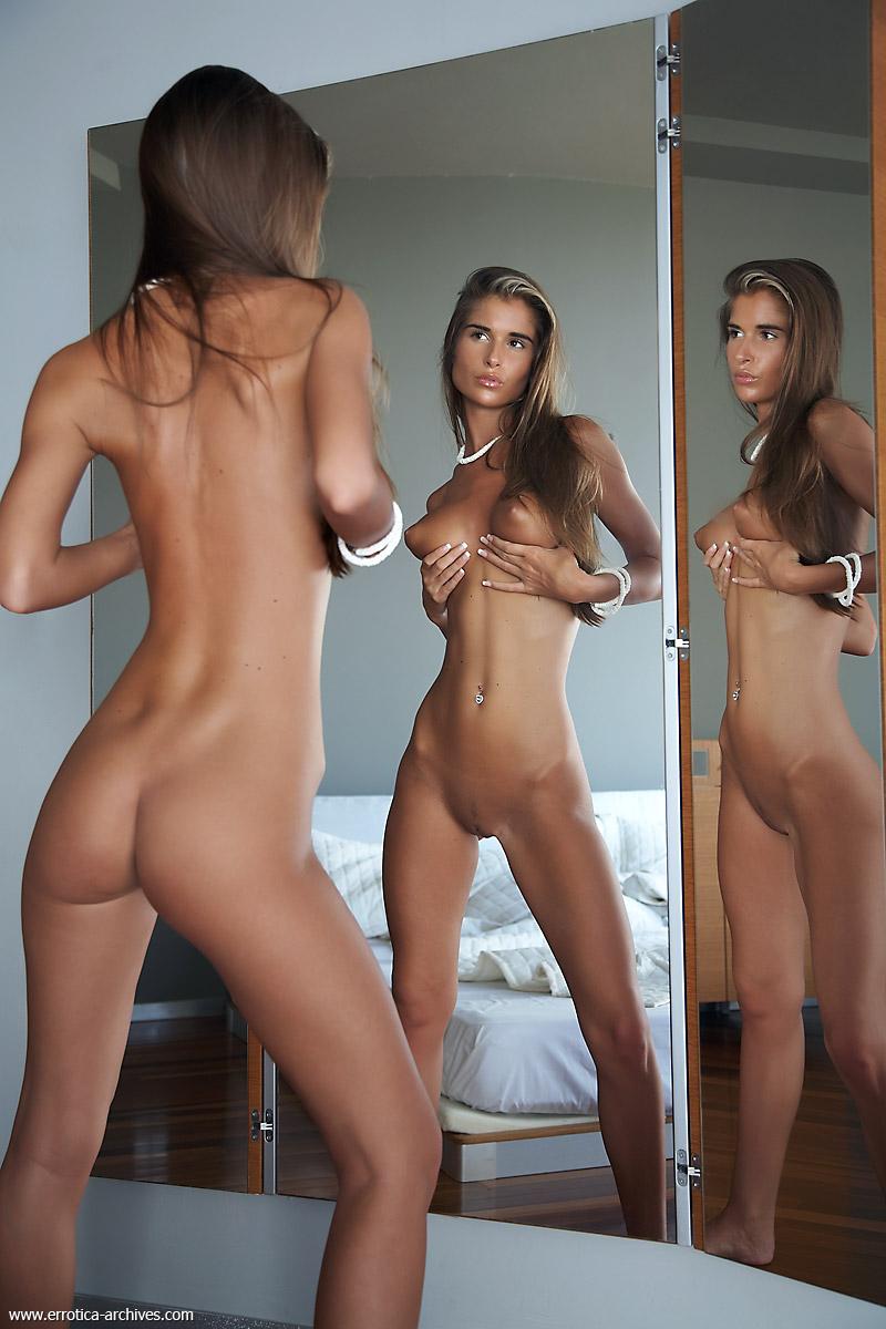 Стройная и худенькая красавица 6 фотография