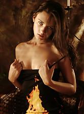 Jeunes filles nues sous leur robe