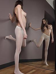 femme nue en collant escort aquitaine