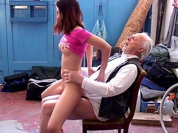 jeune salope 18 jolie pute nue